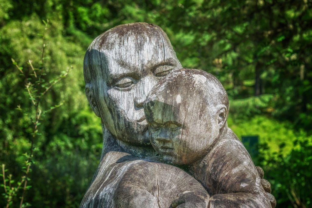 Les meilleures essences de bois pour la sculpture sur bois